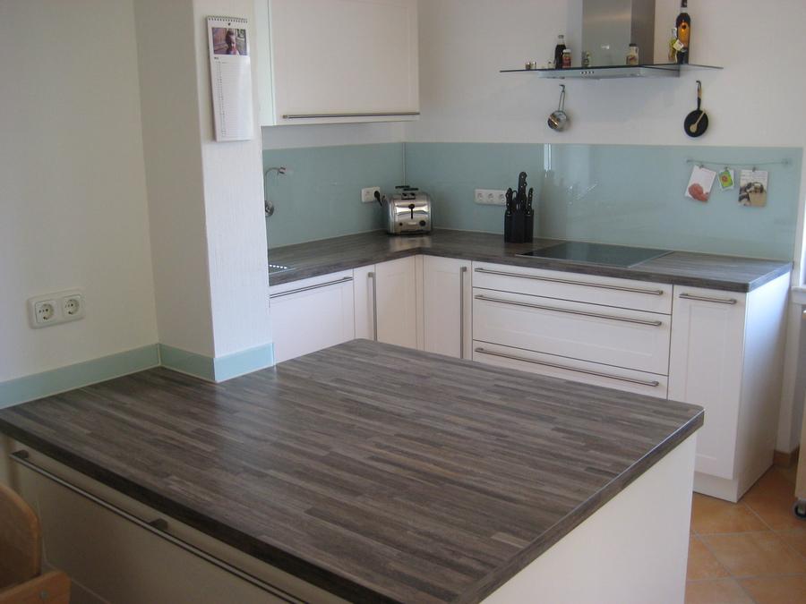 Klare losungen ruckwandverglasung kuche for Wischleiste küche